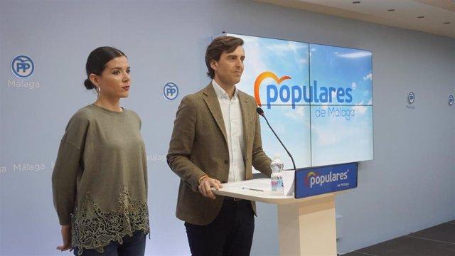 Pablo montesinos y Loli Caetano pp de málaga rueda de prensa candidato al congreso y presidenta NNGG málaga jóvenes
