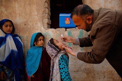 Los talibán ponen en peligro la campaña de vacunación de la polio con amenazas en un pueblo de Pakistán