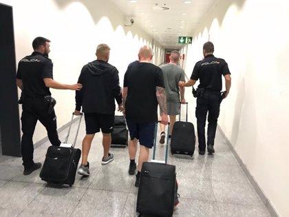 Detenidos en el aeropuerto de Alicante cinco jóvenes ingleses reclamados por desórdenes por un Juzgado de Sevilla