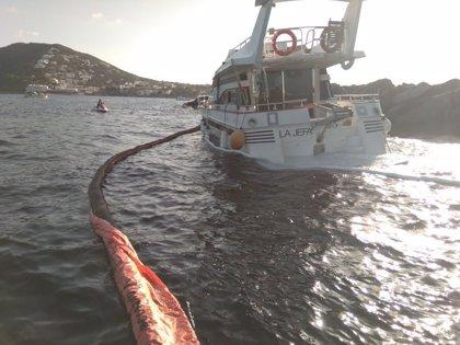 Bandera vermella a les platges i riu de Santa Eulària com a mesura preventiva després de l'encallament d'una embarcació