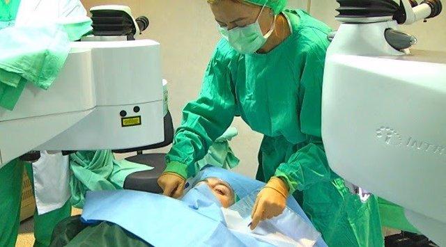 La cirugía de presbicia también corrige otras anomalías como la miopía o el astigmatismo