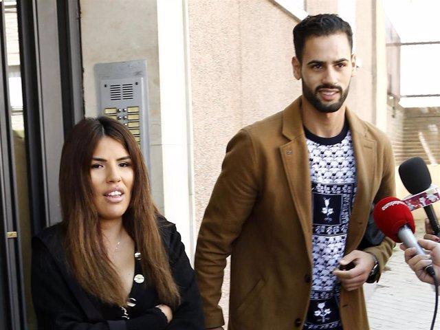 Isa Pantoja y Asraf por las calles de Madrid