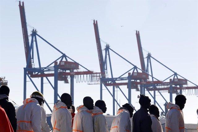 Inmigrantes llegando al puerto, en una imagen de archivo
