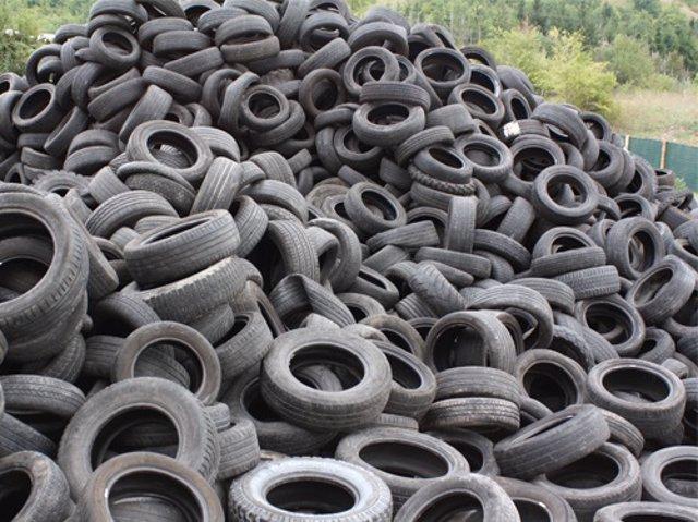 Vertedero de neumáticos