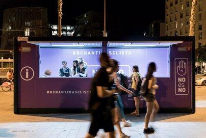 Barcelona instala un estand antimachista en el Front Marítim bajo el lema 'No es no'