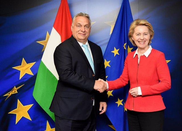 La presidenta electa de la Comisión Europea, Ursula von der Leyen, y el primer ministro de Hungría, Viktor Orban
