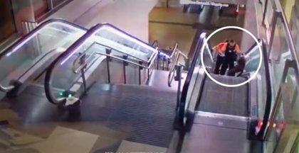 Dos vigilantes golpean a un hombre negro en el intercambiador de Avenida de América y el Consorcio abre expediente