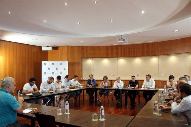 Reunión en la Diputación de Huesca para hablar del servicio de extinción de incendios.