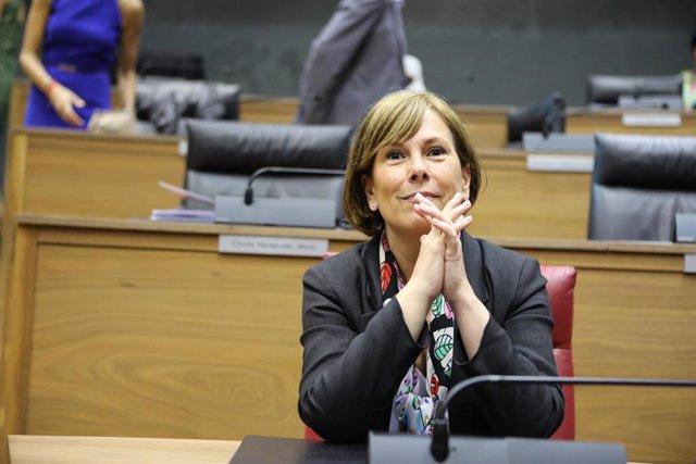 La jefa del Ejecutivo foral de Navarra en funciones y líder de Geroa Bai, Uxue Barkos, en el Parlamento navarro antes de la primera sesión del debate de investidura de la candidata socialista a la Presidencia de Navarra.