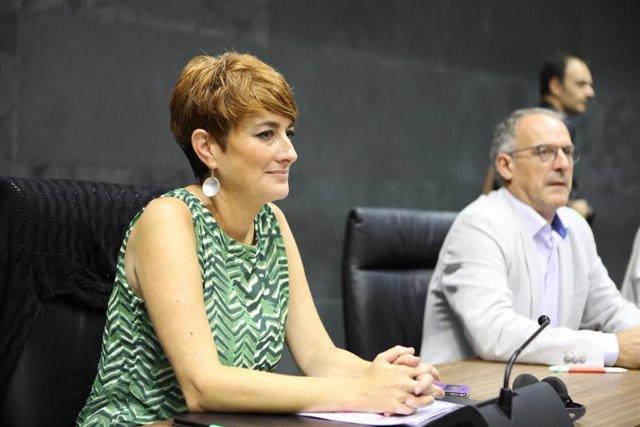 La portavoz de EH Bildu Nafarroa en el Parlamento navarro, Bakartxo Ruiz Jaso, durante la primera sesión del debate de investidura de la candidata socialista a la Presidencia de Navarra.