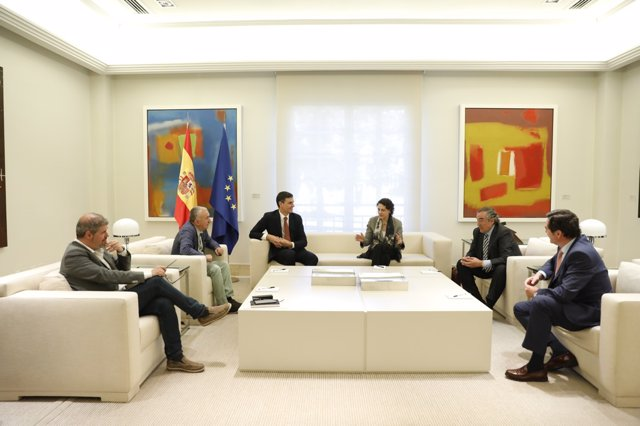 Pedro Sánchez y la ministra de trabajo, Magdalena Valerio, reciben en Moncloa a los secretarios generales de CCOO y UGT, Unai Sordo y Pepe Álvarez, y los presidentes de CEOE y CEPYME, Juan Rosell y Antonio Garamendi.