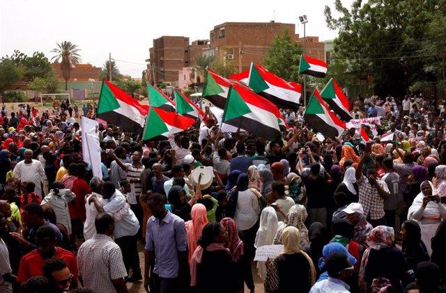 Manifestación contra la junta militar en Jartum