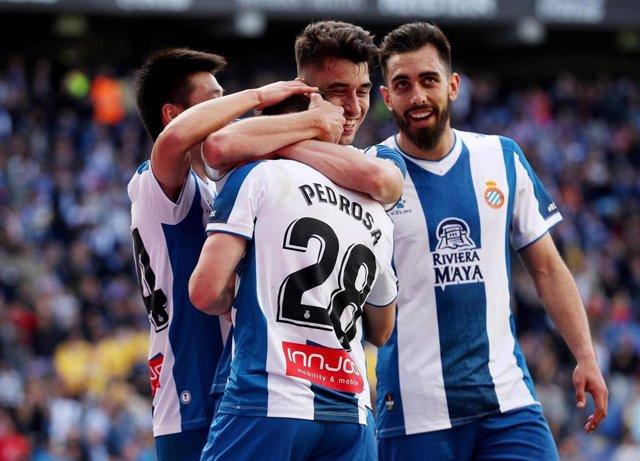 El Espanyol celebra un gol en grupo