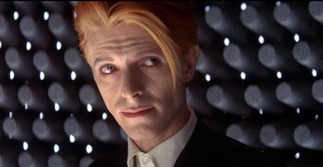 David Bowie en la película El hombre que cayó a la Tierra