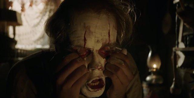 Bill Skarsgard como Pennywise en It: Capítulo 2