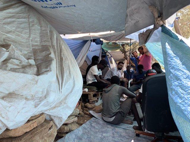 Roger Torrent en una visita a un camp de refugiats