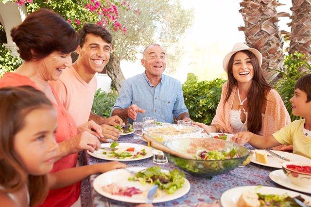 Educar durante una comida en familia