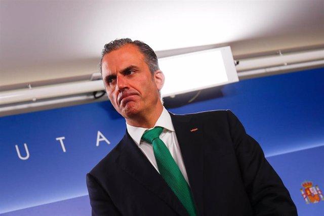 El secretario general de Vox, Javier Ortega Smith, durante una rueda posterior al registro de su gruopo en el Congreso de los Diputados de una Proposición No de Ley para pedir una mejora salarial a los funcionarios de prisiones.