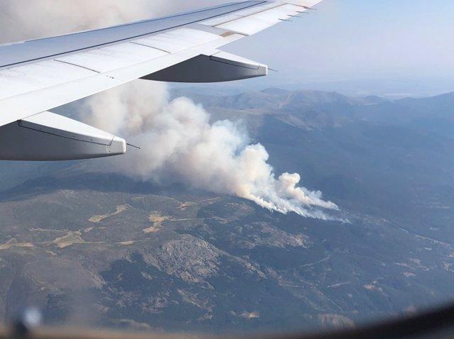 Inc.- Un total de 11 medios aéreos y 68 personas trabajan en el fuego de La Granja que afecta a unas 40 hectáreas
