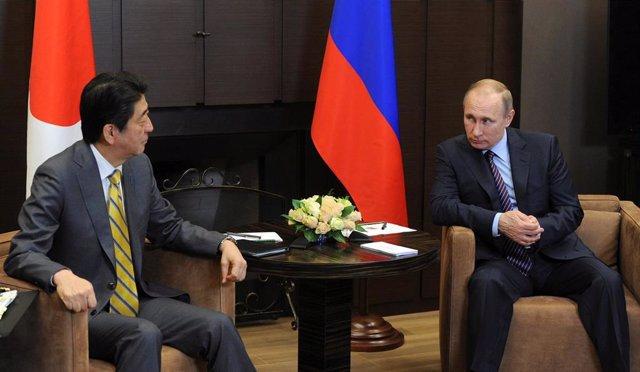 El primer ministro de Japón, Shinzo Abe y Vladimir Putin, el presidente de Rusia