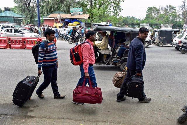 Estación de autobús en la Cachemira india