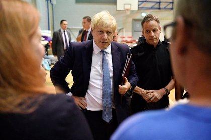 Boris Johnson inyecta casi 2.000 millones de euros en la sanidad pública británica