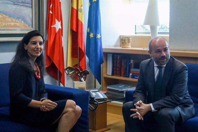 El presidente de la Asamblea de Madrid, Juan Trinidad, se reúne con la portavoz de Vox, Rocío Monasterio, en la primera jornada de la tercera ronda de contactos para proponer un candidato a presidir la Comunidad de Madrid.