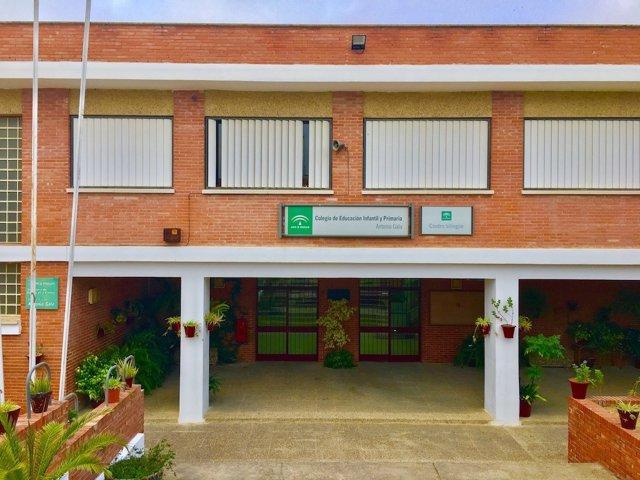 Fachada del Colegio Antonio Gala de El Cuervo