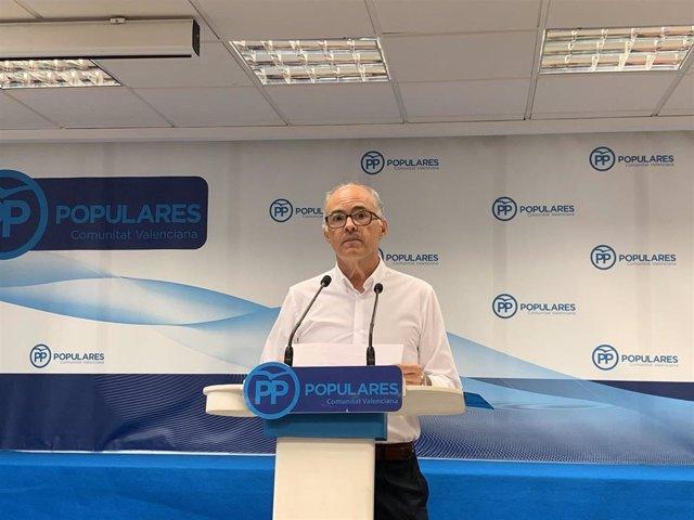 El senador del PP Fernando de Rosa, en la rueda de prensa