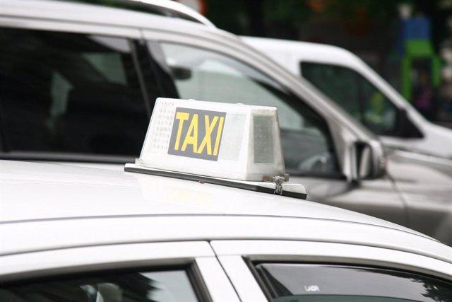 Imagend e archivo de taxis en Madrid.