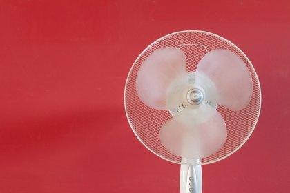 Ventiladores, ni siempre alivian el calor ni son seguros para la salud