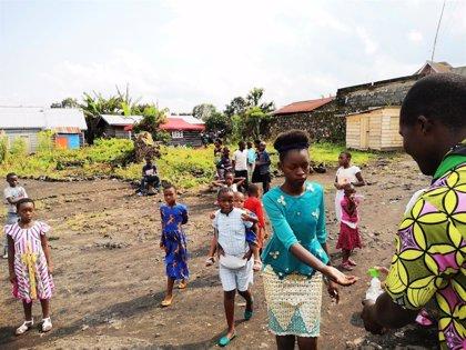 Uganda inicia una prueba con una nueva vacuna contra el ébola