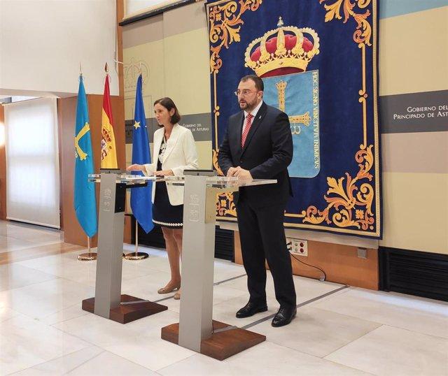 La ministra de Industria, Reyes Maroto, y el presidente del Principado de Asturias, Adrián Barbón, en rueda de prensa.