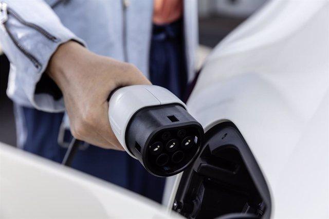 Mercedes-Benz EQC (vehicle elèctric recarregant)