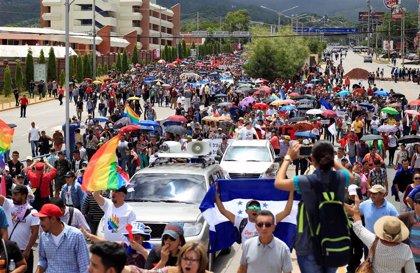 Honduras.- Miles de personas salen a las calles en Honduras para exigir la renuncia de Hernández