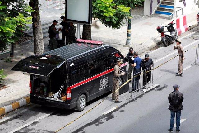 Policias Antiexplosivos acudiendo a una explosión en Bangkok