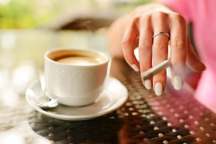 Cafeína o nicotina, ¿qué perjudica más el sueño?