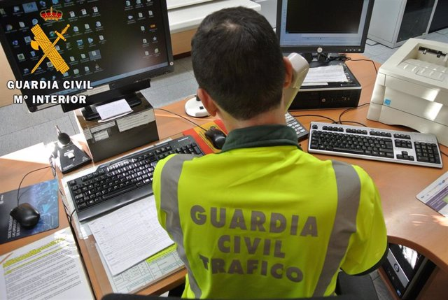 Agente de la Guardia Civil de Tráfico en imagen de archivo