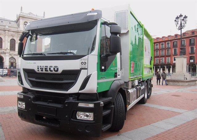 Imagen de recurso de un camión de recogida de basura en Valladolid