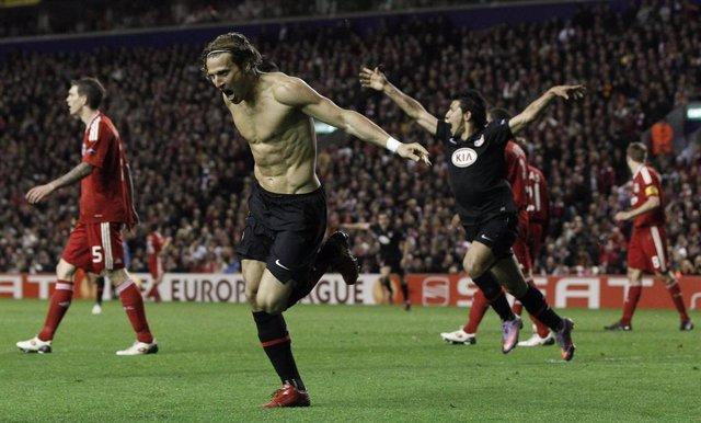 Forlán celebrando el gol que metió al Atlético en la final de la Liga Europa de 2010