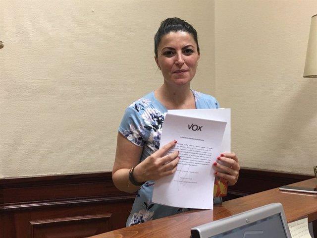 La secretaria general del Grupo Parlamentario VOX, Macarena Olona, en el Registro del Congreso