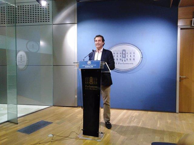El líder del PP a Balears, Biel Company, en una roda de premsa en el Parlament.