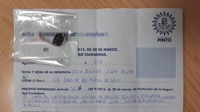 Imagen de la droga incautada al detenido por golpear a un agente de la Policía Local de Pinto.
