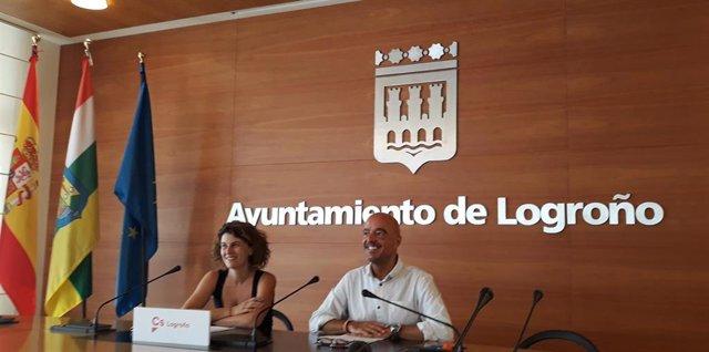 Los concejales de Cs Rocío Fernández e Ignacio Tricio, en comparecencia de prensa analizan la pasarela de Los Lirios
