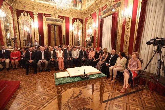 Toma de posesión de los trece consejeros del nuevo Gobierno de Navarra