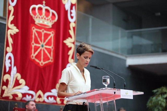 La secretaria general del PSN y nueva presidenta de Navarra, María Chivite, durante su discurso de toma de posesión del cargo en el Parlamento de Navarra.