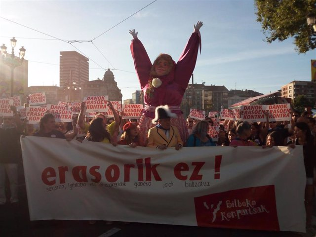 Bilboko Konpartsak se concentra en Bilbao contra las agresiones sexistas
