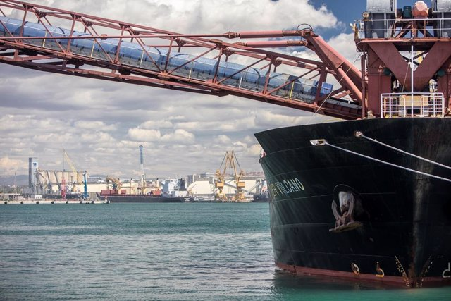 Barco en el Port de Tarragona