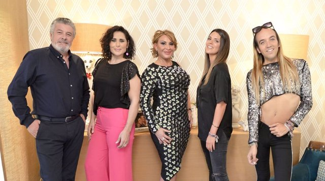 Francisco, Rosa López, Raquel Mosquera, Laura Matamoros y Aless Gibaja, protagonistas de la nueva edición de 'Ven a cenar conmigo. Edición Gourmet'