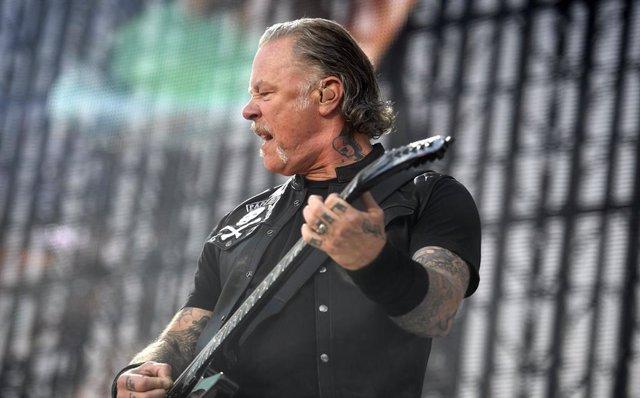 16 July 2019, Finland, Haemeenlinna: Guitarist James Hetfield of the US heavy metal band Metallica performs on stage during the band's Worldwired Tour concert in Haemeenlinna. Photo: Vesa Moilanen/Lehtikuva/dpa